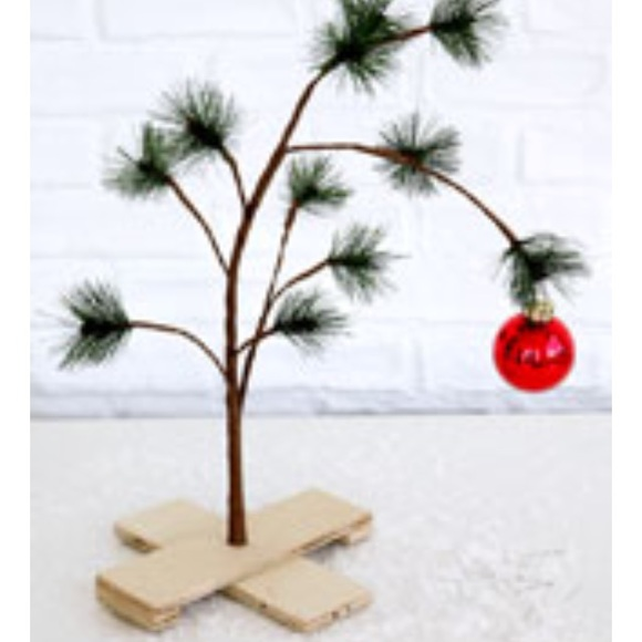 Peanuts Christmas Tree.Urban Outfitters Peanuts Christmas Tree